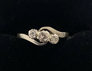 Antique Diamond 3 Stone Trilogy 18ct Gold and Platinum Deco Ring
