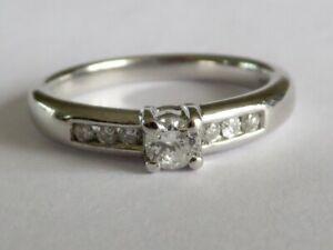 GORGEOUS DIAMOND SOLITAIRE RING IN PLATINUM