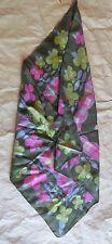 Foulard  vert, gris et rose en polyester avec fleurs