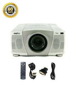 Sanyo PLC-XP30 3LCD Projector 3000 Lumens HD 1080i HDMI-adapter bundle