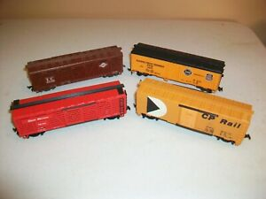HO SCALE - LOT OF 4 BOX CARS / STOCK CARS