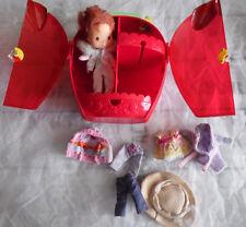 poupée charlotte au fraises et sa valise de transport en fraise