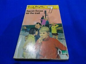 SECRET SEVEN - ON THE TRAIL BY ENID BLYTON (SMALL PB BOOK)!