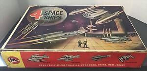 VINTAGE ORIGINAL PYRO 4 SPACE SPACESHIPS 1950 PLASTIC in Box