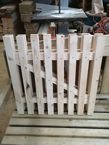 WOODEN PICKET GARDEN GATE HIGH QUALITY  75cmx 75cm - plus FREE HARDWARE