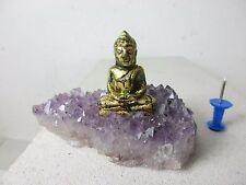 Kleiner Jade Buddha mit 999 Gold  auf Amethyst Stufe alte Arbeit Thailand ~1960
