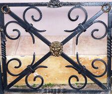 Fer Forgé Porte Four Grille de Cheminée en Laiton Lions Têtes Pattes Antique