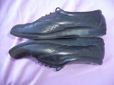RED CROSS SHOES COMFORT FIT SHOES WOMEN'S SIZE 5 1/2 M