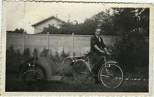 PHOTO ANCIENNE - VINTAGE SNAPSHOT - VÉLO BICYCLETTE REMORQUE CYCLISTE - BIKE
