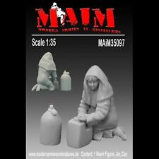Arabic Woman kneeling with Jar & Water Can / 1:35 Scale resin model kit