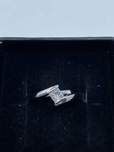 18ct White Gold & Princess Cut Diamond - HJ013