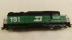 Lionel HO EMD GP30 diesel locomotive BN #181, Runs good, serviced
