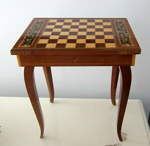 ITALIAN INLAID WOODEN JEWELRY CHESS PIECES STORAGE or GAME PLAY TABLE MUSIC BOX
