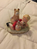 VINTAGE APPLAUSE ORPHAN ANNIE WITH PUPPY & FLOWERS FIGURE!