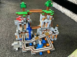 LEGO MINECRAFT 21118, USED GOOD CONDITION, THE MINE, INSTRUCTIONS, BITS MISSING