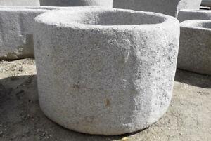 Runder Granitbrunnen, Granitwassergrand, Granittrog, Natursteinbrunnen, Granit