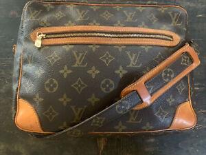 LOUIS VUITTON  France Vintage  Crossbody Shoulder Bag Purse Monogram