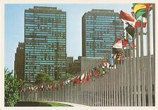 Postcard: USA - New York - United Nations Partial view of Member States flags