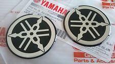 2 X 100% Genuino Yamaha 40mm diapasón calcomanía emblema Negro/Plata insignia de la etiqueta engomada