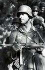 WW2 Picture Photo German soldier with a MP40 3106