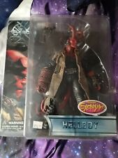 NEW MEZCO HELLBOY with HORNS PREVIEWS EXCLUSIVE Figure Battle Damaged 2004