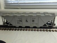 LIONEL N&W COVERED HOPPER #6446 & C&O OPERATING HOPPER #6109 (sold together)