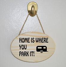 HOME IS WHERE YOU PARK IT! en Bois Suspendu Plaque-Cadeau Signe