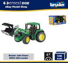 Bruder Toys 02052 John Deere 6920 Tractor con Cargador Frontal + Mandíbulas escala 1:16