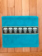 Betsey Johnson SCULPTED SKULLS Aqua Seafoam Grey Fingertip Towel C29