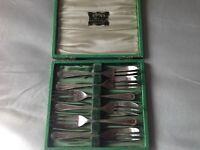 Vintage box of 6 EPNS A1 desert/cake forks in original presentation box
