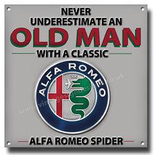 ne jamais sous-estimer un vieux homme avec classique ALFA ROMEO SPIDER