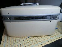 Vintage Samsonite Train Case- Makeup Bag With Key -  Off-White