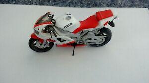 YAMAHA R1 1998-99 PLASTIC MODEL RED & WHITE