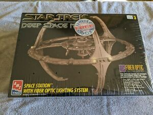 Lot 194 - Star Trek Deep Space Nine Station with Fiber Optic Lighting - MIB -AMT