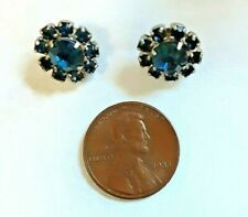 VINTAGE SMALL DARK BLUE CUT CRYSTAL/RHINESTONE FLOWER STUD PIERCED EARRINGS