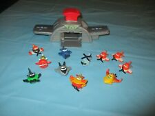 DISNEY PLANES SKIPPERS FLIGHT SCHOOL with 11  MICRO DRIFTERS