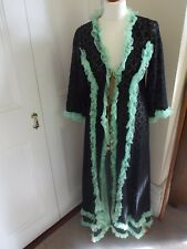 Vintage dressing gown. Lace. Frilly. Black. Green. 40s. 50s. 60s. Size 8/10