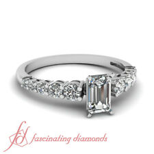 .90 Ct Graduated Round Diamond Womens Platinum Engagement Rings With Emerald Cut
