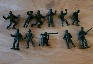 Vintage Plastic  Army Military Men Soldiers  Toys Lot of 11  1  3/4 inch