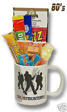 Taza Ghostbusters caracteres con una selección de dulces retro años 80 espeluznante.