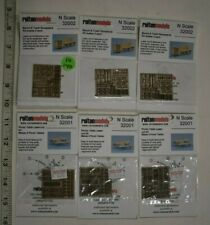 Lot 10-140 * N Scale - 6 Packages Wood Lasercut Picnic Tables, Benches & Trash R