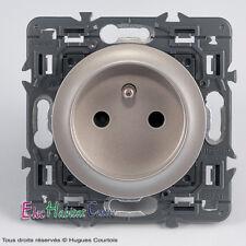 Coja 2P+T 16A embragues Legrand Céliane titanio 67111+68411+80261
