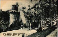 CPA  Grenoble -  Le Jardin des Dauphins -Un jeu de Boules -La vieille ..(654929)