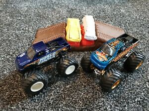 Hot wheels monster jam Truck Bundle - World Finals, Beat That, Ramp & Cars- 1:64