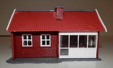 "HO Scale Heljan Bungalow Red Suburban House #1773 (footprint 3 3/8"" x 3 3/4"")"