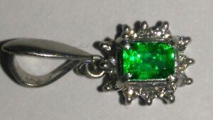 Solid platinum stunning natural emerald and diamond pendant 1.45 grams