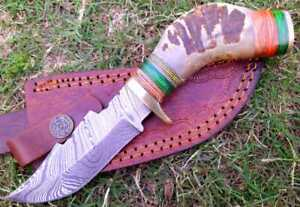 Hand FORGED DAMASCUS STEEL HUNTING  KNIFE W/RAM HORN & BRASS GUARD Handle.