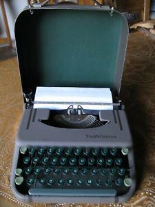 Smith-Corona Skywriter Light Weight Traveler Portable Manual Typewriter 1949