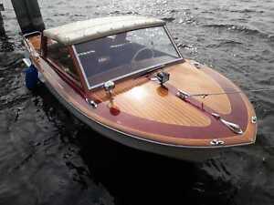 Oldtimer Boot Caminada. GfK Rumpf mit Holzdeck. no Boesch no Riva