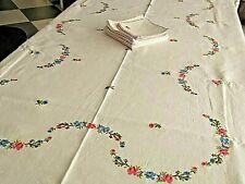 Linge ancien Nappe et Serviettes en lin brodé de fleurs au point de croix